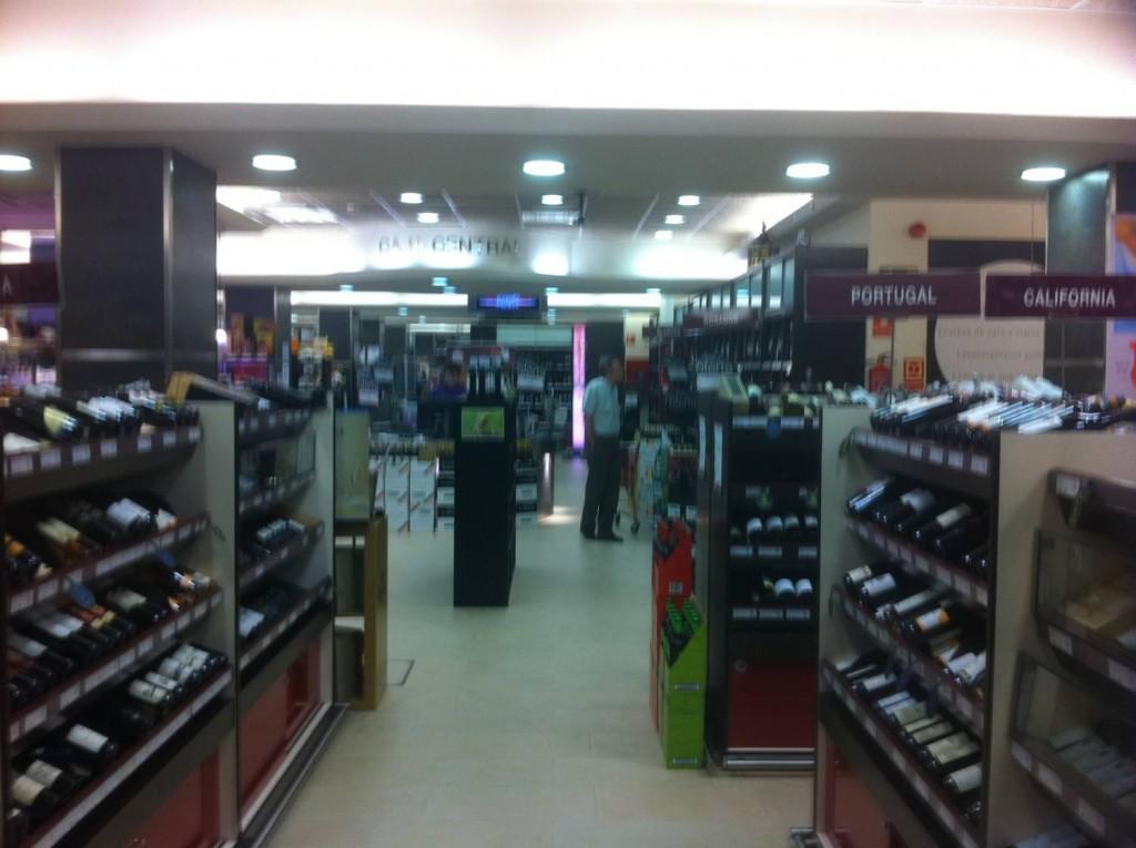 Interior de tienda de Bodegas Santa Cecilia