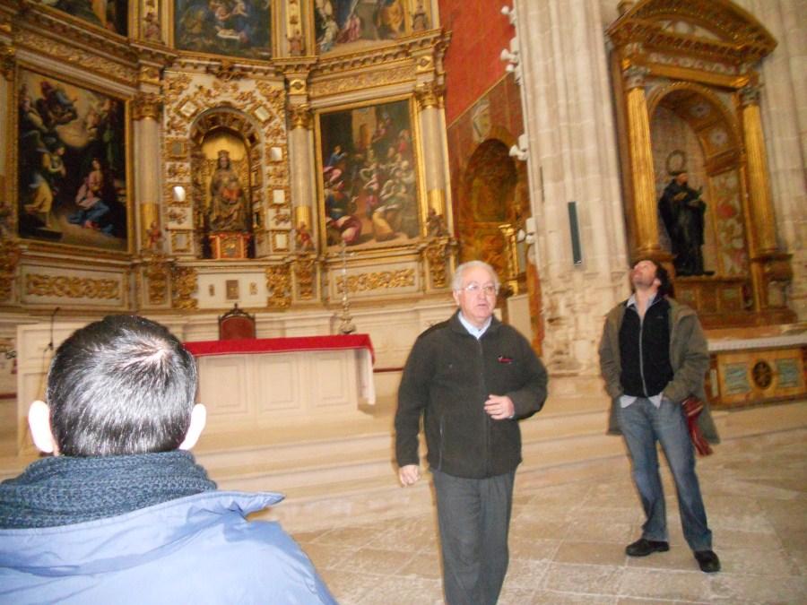 Mostrándonos el Monasterio de la Vid